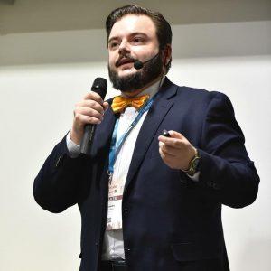 Alessandro Vercellotti che parla a un convegno